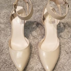 Nine West nude leather pumps